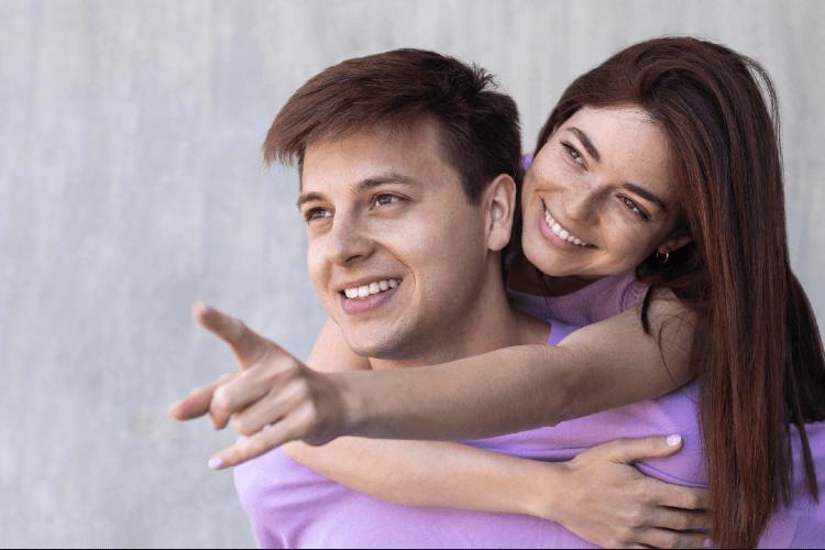boyfriend-girlfriend-being-affectionate-outdoors